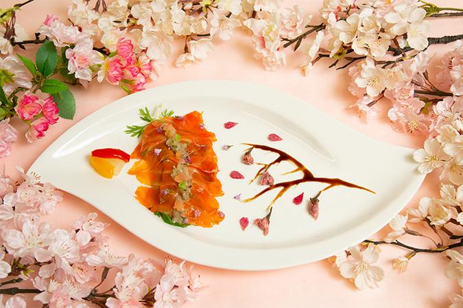 サーモントラウトのサラダ 桜風味のラビゴットソース ピクルス添え