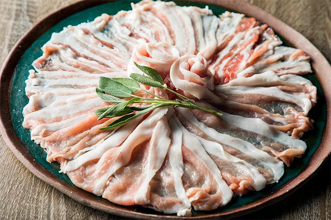 ストレスフリーな環境で育った健康な漢方三元豚