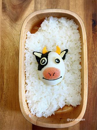 牛の角はチェダーチーズ、鼻は生ハム