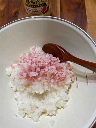 ハムを細かく刻んで酢飯に混ぜる