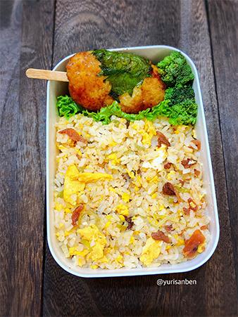 炒飯と鶏つくねの弁当